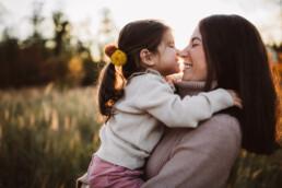 Nadja Morales fotografiert die innigen Momente zwischen Mutter und Tochter.