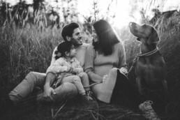 Nadja Morales hält die Momente einer Familie, bestehend aus Vater, Mutter, Tochter und Hund, fest.