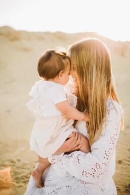 Nadja Morales hält die Momente zwischen Mutter und Tochter bei einem Fotoshooting fest.