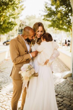 Hochzeitsfotografin Nadja Morales begleitet eine standesamtliche Trauung bei Düsseldorf.