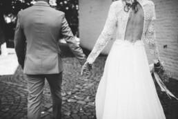Nadja Morales fotografiert ein Brautpaar an ihrem Hochzeitstag bei Düsseldorf.