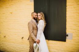 Nadja Morales shootet mit einem Brautpaar aus Düsseldorf.