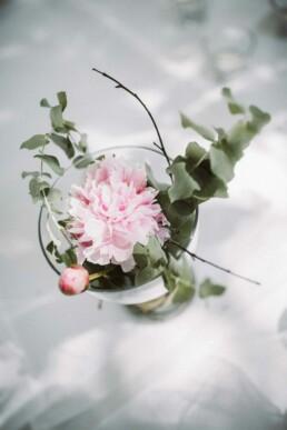 Nadja Morales fotografiert die Floristik einer Hochzeit in Ingolstadt.