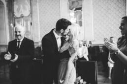 Nadja Morales fängt den ersten Kuss eines frisch vermählten Brautpaares aus Ingolstadt ein.