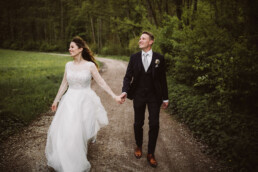 Hochzeitsfotografin Nadja Morales begleitet ein Brautpaar an ihrem Hochzeitstag in München.